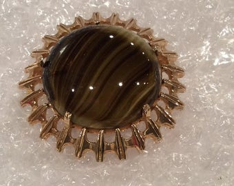 Vintage Large Round Glass Agate set in Goldtone Brooch, Brown Cabochon Brooch, Striped brown glass, Fashion Jewelry, Pin