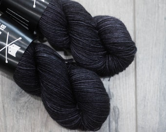 DK weight merino yarn 100% Superwash Merino Sweater weight yarn. Double Knit Weight yarn. Midnight. Semi-Solid black yarn. Tonal yarn