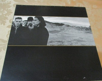 Vintage 1987 Vinyl LP U2 The Joshua Tree Near Mint Condition with Poster 16351