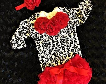 Newborn Girl Coming Home Outfit, Baby Girl Outfit, Girl Baby Shower, Baby Girl Outfit/Damask, Infant Girl Gift