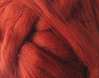 Merino Wool top fibre, dyed tan roving, 100g, Needle felting, wet felting, spinning, tan (reddish brown)