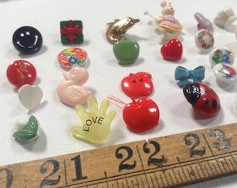 """22 Vintage buttons """"Realistics"""" """"Goofies"""" 'multicolour Buttons Destash"""