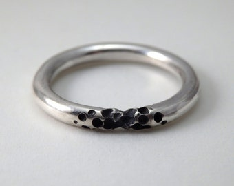 Round PUNK ring with black holes