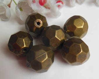 set of 6 beads has faceted plastic