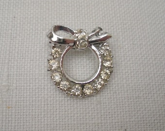 Vintage Rhinestone Wreath Brooch - Lapel Pin