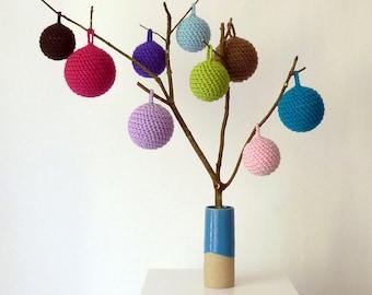 Handgehäkelte Christbaumkugeln aus weicher Wolle