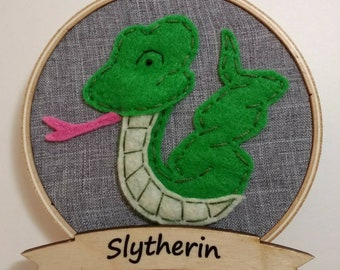 "4"" Slytherin Embroidery Hoop Ornament"