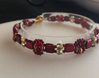 Cranberry (red) and gold beaded bracelet/Handmade /Delicate Bracelet /Gifts for her