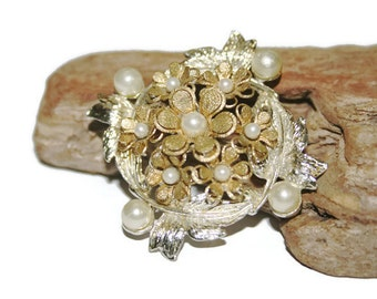 Ornate Flower Brooch, Vintage Flower Jewelry, Silver gold and Pearl, Faux Pearl Jewelry, Costume Jewelry, Wedding Jewelry, Bridal Jewelry