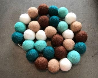 Felt ball garland, pom pom garland, felt ball decor, pom pom decor, mantel decor, pom pom nursery, felt ball garland nursery, nursery decor