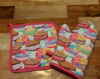 Ice cream sandwich insulated/quilted pot holder and oven mitt set