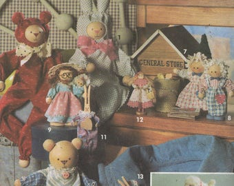 Stuffed Animals, Dolls and Christmas Ornaments Sewing Pattern,    Simplicity 8098   -  uncut