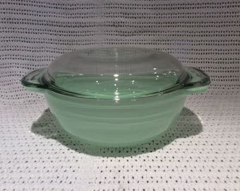 Pyrex JAJ Green Sprayware Easy Grip 1 pint Casserole Dish circa 1950