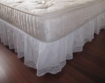 Twin XL Queen King Dust ruffle Bedskirt solid White pink cotton bobbin lace trimmed-shabby chic college dorm girls room bedding Nurdanceyiz