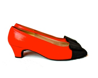 Vintage Red Black Leather Heels Midheel Pumps New York NYC Paris Rome Grosgrain Fall Fashion Wedding Shoes 7.5B 7 1/2 M christmas shoes