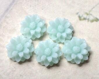 12 mm Peppermint Green Color Little Daisy Chrysanthemum Resin Flower Cabochons  (.sm) (new .tu)