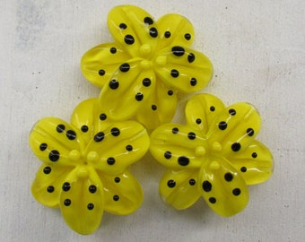 Handmade lampwork beads, 1 pc glass lampwork beads, yellow lampwork beads, lampwork lily beads, floral lampwork beads, flower glass beads