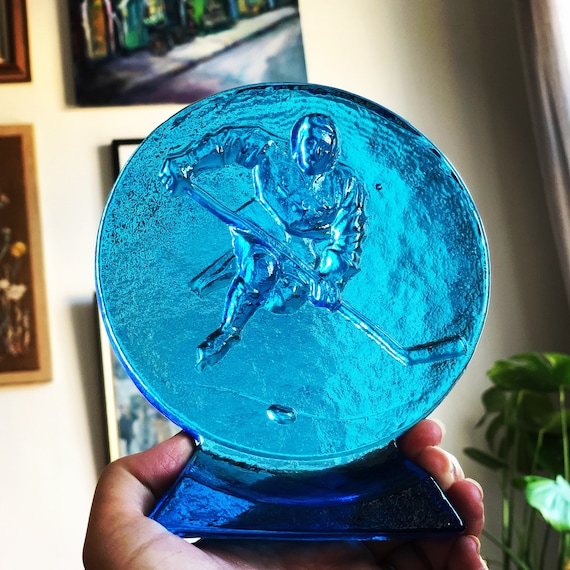 Vintage Paperweight Scandinavian hockey player Sweden glassworks / tre kronor Scandinavian Design