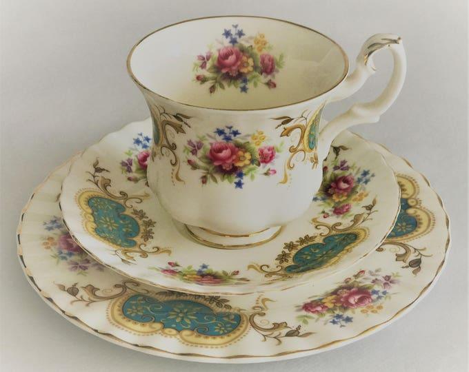 Trio-cup/saucer/sideplate Royal Albert Berkley Bond China England
