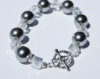 Gray Glass Pearl and Clear Iridescent Bead Bracelet