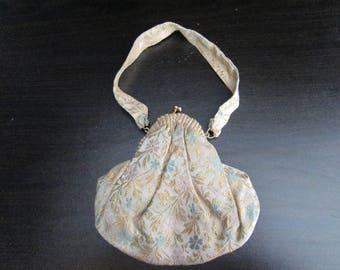 "Antique gold brocade purse beautiful clam shell design measures 7"" x 1"" x 6 1/2"""