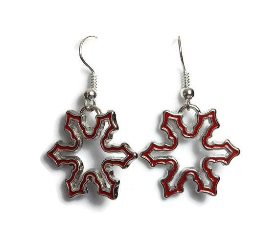 Red enamel snowflake silver tone dangle drop earrings (607)