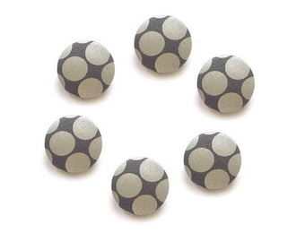 Buttons 26 mm x 6 covered buttons with gray fabric spotted silver.