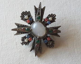 Small brooch, blues and pink stones
