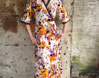 1970s Textured Bright Floral White Cotton Wrap Dress XS Small