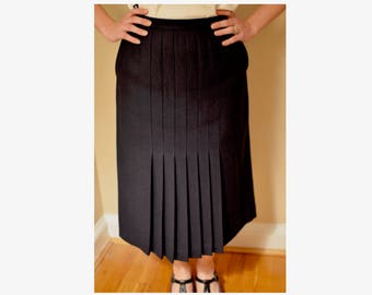 """1970s Navy Wool Skirt with Pleats and Pockets // Union Made by Act III // Waist 27"""""""