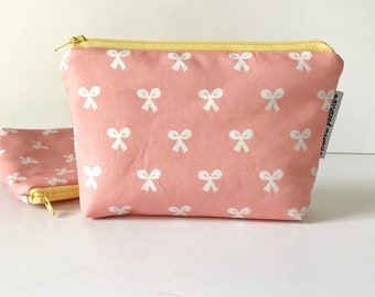 simple pouch -- beauty school bows
