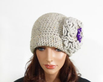 Crochet Hat with Large Flower - Gray Beige