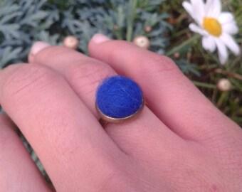 Woman ring, gift idea ring, felt ring, felt balls ring, green ring, green felt, handmade ring, unique jewelry, natural wool jewerly
