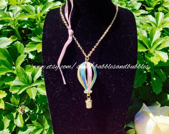 Charming Gold Metal Hot Air Balloon Necklace - NEXT DAY SHIPPING