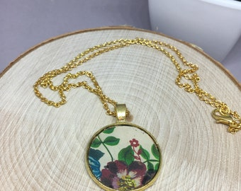 "Gorgeous, floral mixed media pendant necklace on a 18"" gold plated chain"