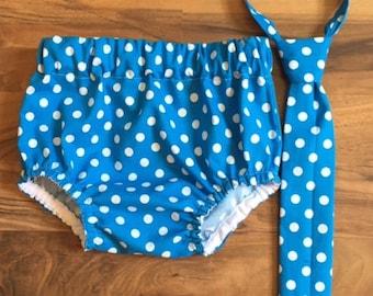 RTS dans une taille 12-24 mois cravate, Diaper Cover ensemble saphir bleu à pois accessoire de photographie, habillé bébé garçon