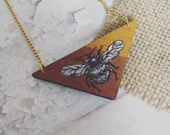 Hand painted bee necklace • Wooden triangle necklace • geometric jewellery •  handmade necklace • bee jewellery • painted wood necklace •