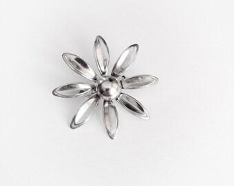 Vintage 1960s Silver Tone Metal Flower Power Brooch