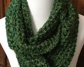Crochet Infinity Scarf, Green Bulky Infinity Scarf, Gift For Her, Womens Gift, Bulky Scarf, Teacher's Gift, Christmas Gift, Winter Scarf