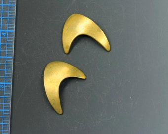 """Brass sci-fi abstract stampings. Vintage. Mirror image pairs, 1"""" x 7/8"""". Charms, brass, raw, 1970s. Modern shape. Organic. Priced per pair."""