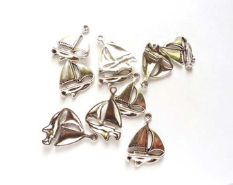 10 Antique Silver Sailboat Charms - 21-60-2
