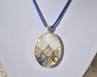 oval of Pearl pendant, geometric shapes