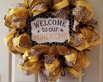 HoneyComb Welcome Sign, Door Wreath, Bee Theme, Honey Comb Wreath, Home Decor, Bees, Honey, Handmade Wreath Crafts