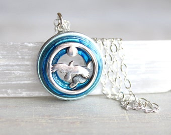 soaring bird necklace, bird jewelry, nature necklace, sky necklace, unique gift, womens gift, spirit animal, animal totem, flying bird