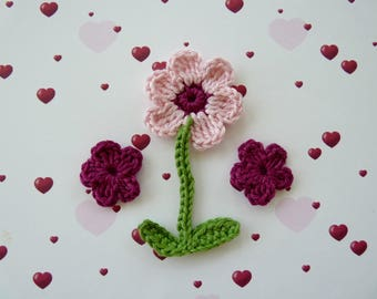 1 pink flower with stem and 2 leaves and 2 mini flowers crocheted in cotton