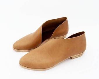 The Sandy. Matte Cappuccino. Handmade womens shoes.