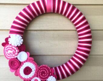 Valentine's Day Wreath - Purple, PInk, & White Yarn Wreath w/ Felt Flowers. Valentine Wreath - Yarn Wreath - Valentine's Day Decoration