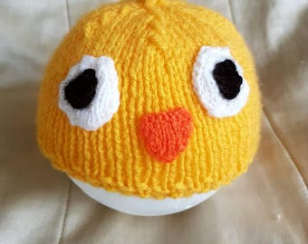 Knitted baby hat baby chick