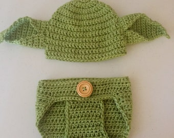 Crochet newborn yoda outfit // newborn photo prop // Star Wars inspired // baby boy yoda hat // crochet diaper cover set // made to order