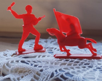 Soviet plastic soldiers set of 2, Soviet Union toy warriors, Made in USSR